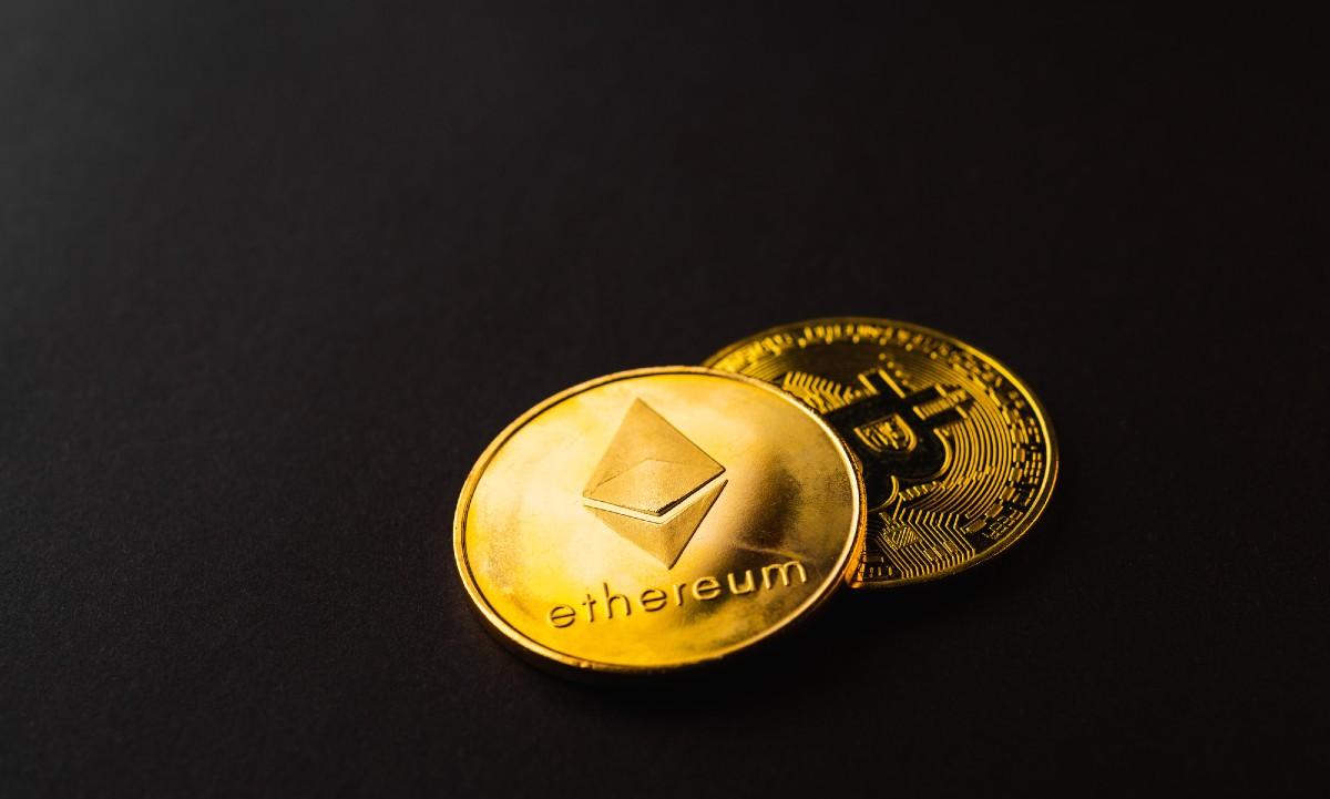 Le bitcoin et l'ethereum sont le Coca-Cola et le Pepsi des crypto-monnaies : leur valeur combinée d'environ 1 000 milliards de dollars représente près des deux tiers du total de 1 600 milliards de dollars en monnaies numériques dans le monde. Mais tout co