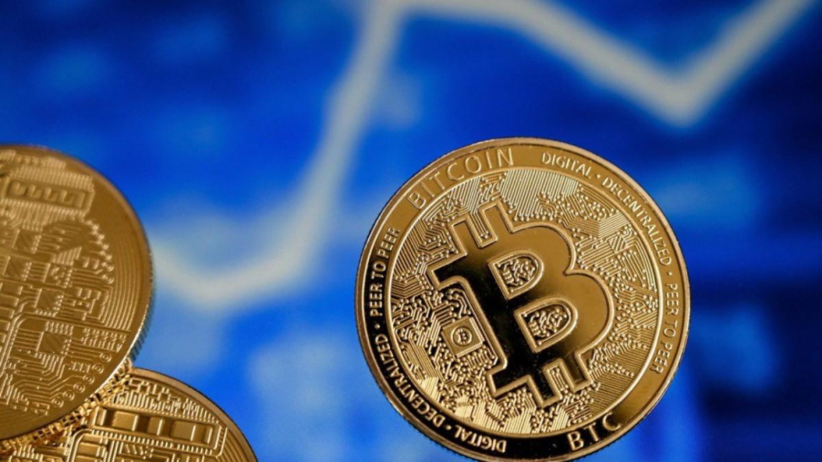 Le cours du bitcoin est passé sous le seuil crucial des 36 000 dollars, dans un contexte de répression réglementaire mondiale et de préoccupations environnementales. La crypto-monnaie s'échangeait en baisse de plus de 5 % samedi, à 35 697 dollars la pièce