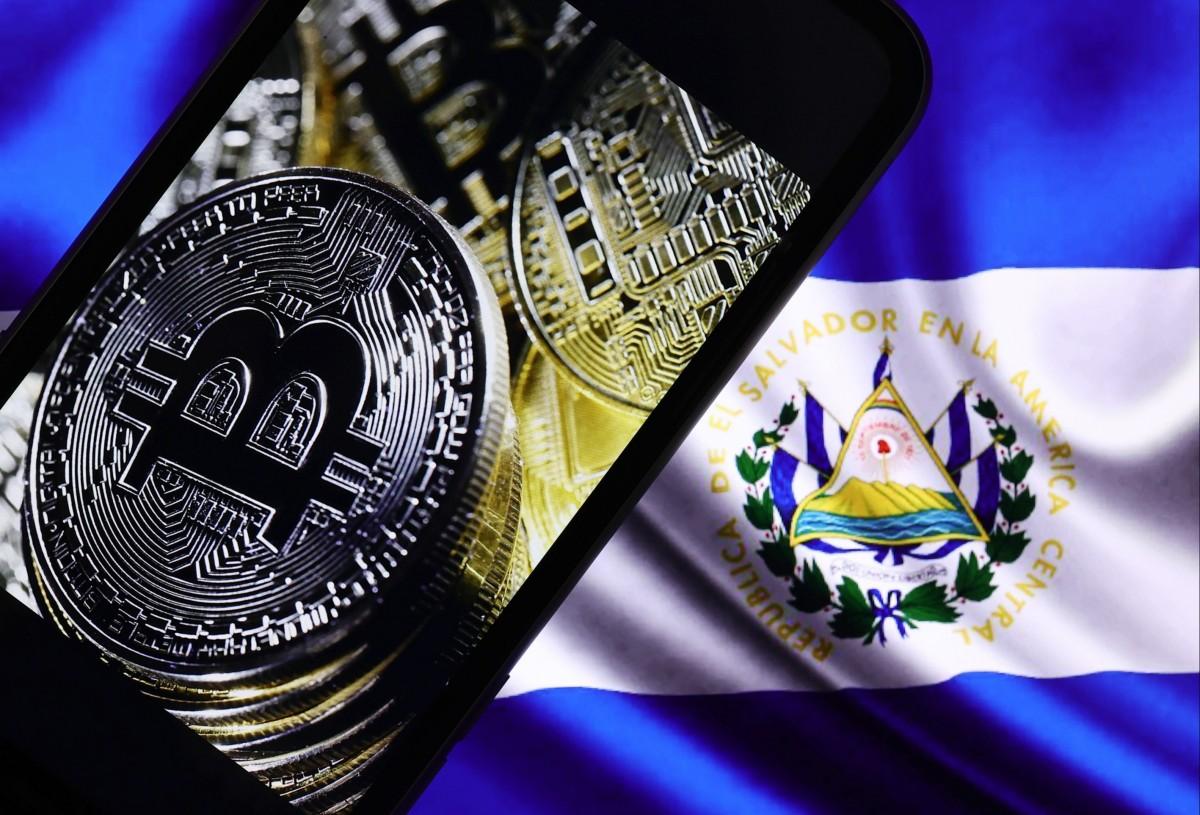 La semaine dernière, le gouvernement du Salvador a adopté une loi visant à accepter le bitcoin comme monnaie légale au même titre que le dollar américain. Le pays reçoit 6 milliards de dollars de transferts de fonds par an, soit près d'un quart de son pro